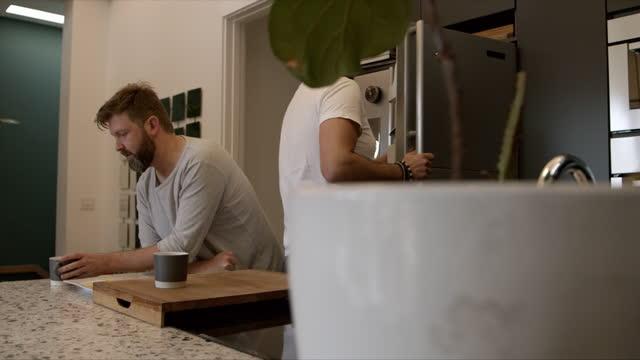 vidéos et rushes de démarrer la journée avec café et petit déjeuner - boisson non alcoolisée