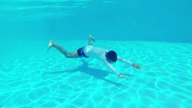 vídeos y material grabado en eventos de stock de hd: los niños en la piscina - 10 11 años