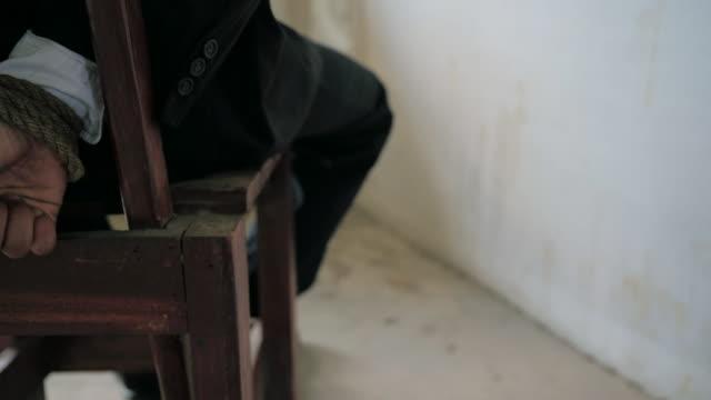 kidnapped - folter stock-videos und b-roll-filmmaterial