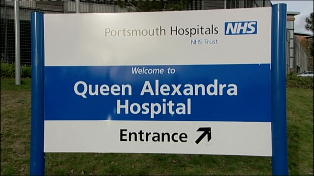 kidney donor awarded over 6.5 million pounds in damages; england: hampshire: portsmouth: ext sign for 'queen alexandra hospital' hospital building... - human kidney点の映像素材/bロール