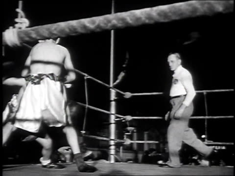 vidéos et rushes de 1939 montage kids boxing match / new york city, new york, united states - 1930