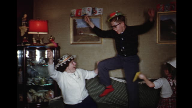 vidéos et rushes de 1960 montage kids (5-12) celebrating new year with noise makers, toronto, ontario, canada - euphorique