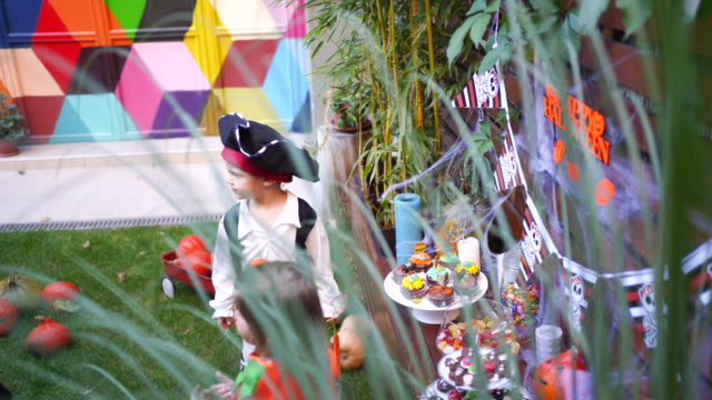 kids eating candy at halloween party in their backyard - count dracula stock videos & royalty-free footage