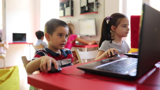 kids having an it class - elementary student stock videos & royalty-free footage
