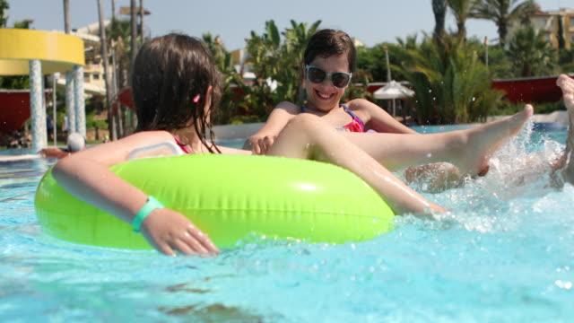 stockvideo's en b-roll-footage met kinderen met plezier in zwembad - midden oosterse etniciteit