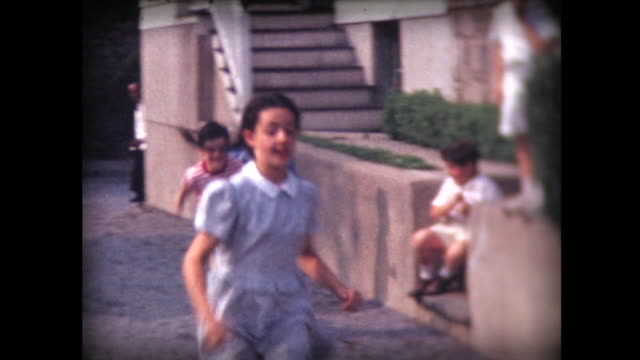 1942 kids in backyard foot race - 1940~1949年点の映像素材/bロール
