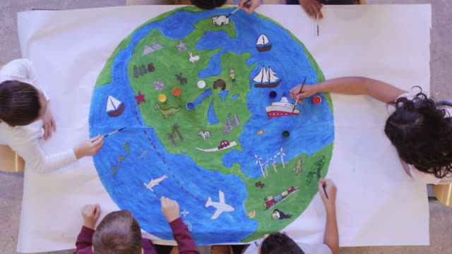 kids painting mural of the world - villaggio globale video stock e b–roll