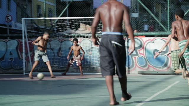 """vidéos et rushes de """"ms kids play football in a favela / rio de janeiro, brazil"""" - bresil"""