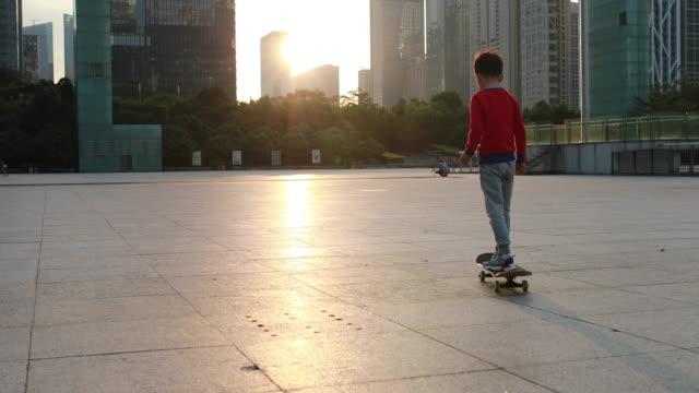 vidéos et rushes de skateboard enfants - exploit sportif