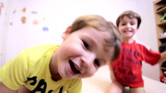 vídeos de stock, filmes e b-roll de as crianças  - fazer careta