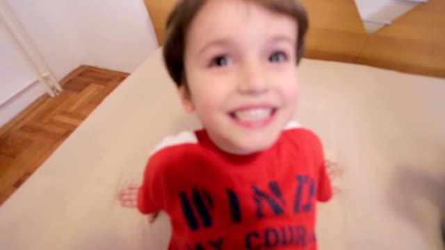 お子様用  - 2歳から3歳点の映像素材/bロール