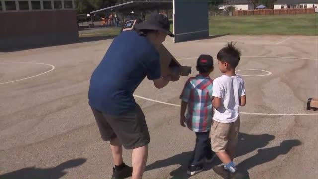 stockvideo's en b-roll-footage met ktla kids viewing eclipse - de ruimte en astronomie