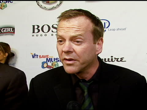 kiefer sutherland on rocco deluca on vh1 save the music and the work they do on why music in school is important on esquire house at the vh1's big... - vh1 stock-videos und b-roll-filmmaterial