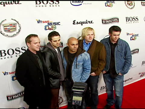 kiefer sutherland with rocco deluca greg velasquez dave beste and ryan carman of rocco deluca and the burden at the vh1's big night for a big cause a... - vh1 stock-videos und b-roll-filmmaterial