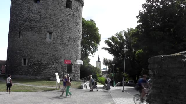 Peep into the Kitchen is an artillery tower in Tallinn Estonia built in 1475 It gained the name Kiek in de Kök from the ability of tower occupants to...