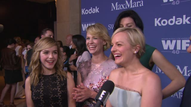 stockvideo's en b-roll-footage met kiernan shipka january jones elisabeth moss and jessica paré at 2013 women in film crystal lucy awards sponsored by max mara swarovski and kodak 2013... - beverly hilton hotel