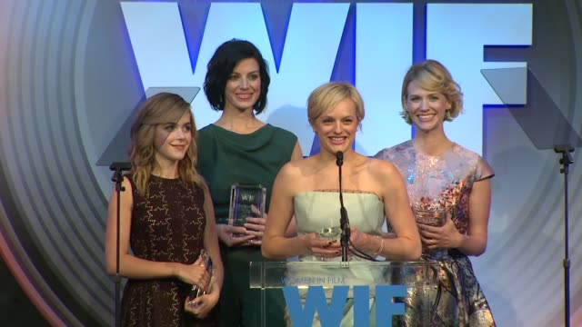 stockvideo's en b-roll-footage met speech kiernan shipka jessica paré elisabeth moss and january jones at 2013 women in film crystal lucy awards sponsored by max mara swarovski and... - beverly hilton hotel