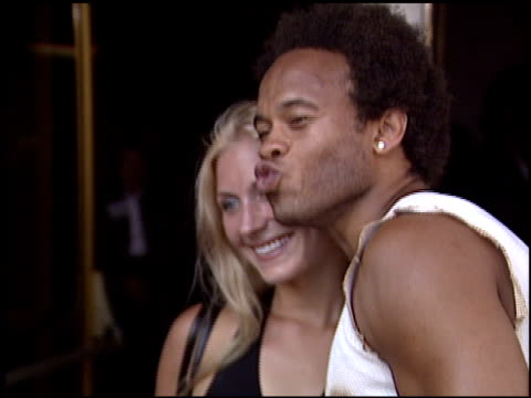 kiko ellsworth at the 'gigli' premiere on july 27, 2003. - première stock-videos und b-roll-filmmaterial