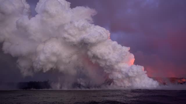 vídeos de stock, filmes e b-roll de kilauea eruption - entrar em erupção
