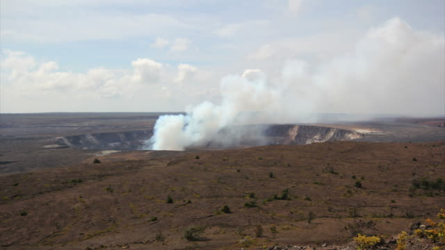 kilauea fumarole dayshot. hd - halemaʻumaʻu crater - god stock videos & royalty-free footage