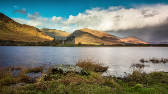 kilchurn castle and loch awe - tracking time lapse - scottish culture video stock e b–roll