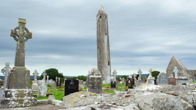 Kilmacduagh Kloster im County Galway