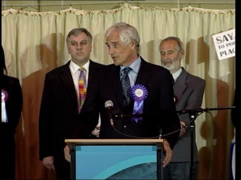 kilroy-silk's veritas fails to gain seat; england: derbyshire: int robert kilroy-silk speech sot - to say i'm disappointed is a very great... - ロバート・キルロイ=シルク点の映像素材/bロール