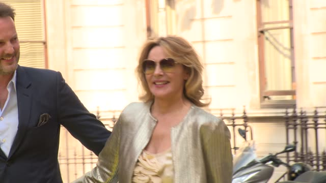 vídeos de stock, filmes e b-roll de kim cattrall at royal academy of arts on june 06 2018 in london england - royal academy of arts