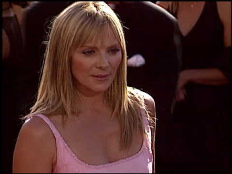 stockvideo's en b-roll-footage met kim cattrall at the 2004 emmy awards arrival at the shrine auditorium in los angeles, california on september 19, 2004. - emmy awards
