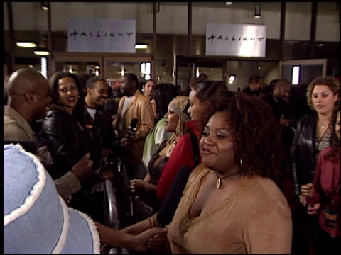vídeos de stock e filmes b-roll de kim fields at the 'deliver us from eva' premiere at the cinerama dome at arclight cinemas in hollywood california on january 29 2003 - cinerama dome hollywood