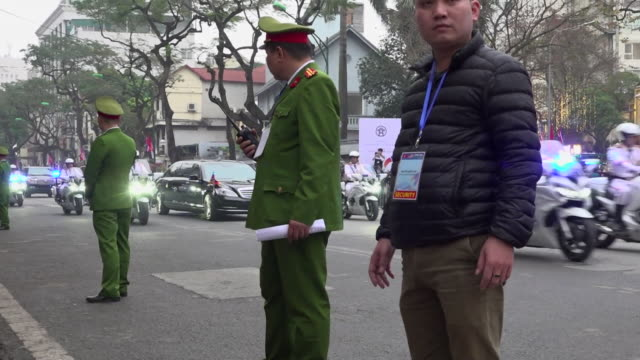 kim jongun motorcade leaves hotel in hanoi vietnam for the summit between north korea and usa - 首脳会議点の映像素材/bロール