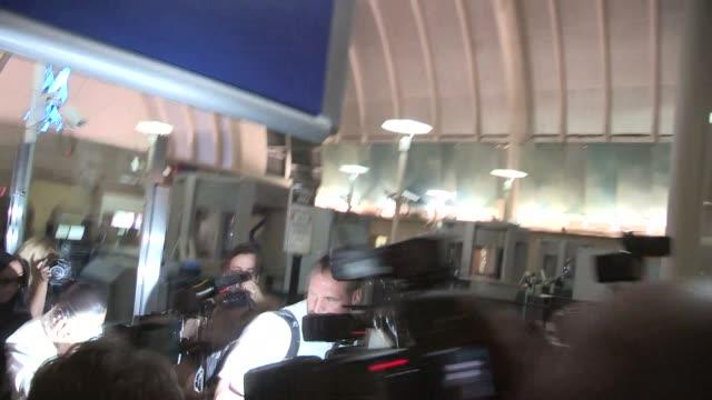 kim kardashian arrives at lax on april 16 2014 in los angeles california - 2014 bildbanksvideor och videomaterial från bakom kulisserna