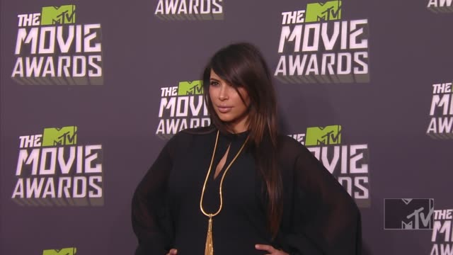 kim kardashian at 2013 mtv movie awards - arrivals 4/14/2013 in culver city, ca. - mtvムービー&tvアワード点の映像素材/bロール