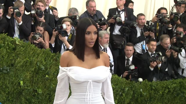 kim kardashian at rei kawakubo/comme des garcons art of the inbetween costume institute gala arrivals at the metropolitan museum of art on may 1 2017... - 2017 stock-videos und b-roll-filmmaterial