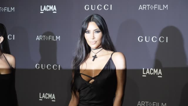 kim kardashian at the 2018 lacma art + film gala honoring catherine opie + guillermo del toro and presented by gucci at lacma on november 03, 2018 in... - ロサンゼルスカウンティ美術館点の映像素材/bロール