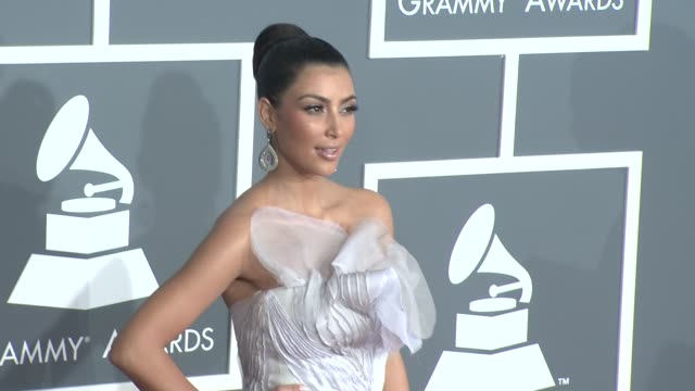 vídeos y material grabado en eventos de stock de kim kardashian at the 51st annual grammy awards part 3 at los angeles ca - 2009