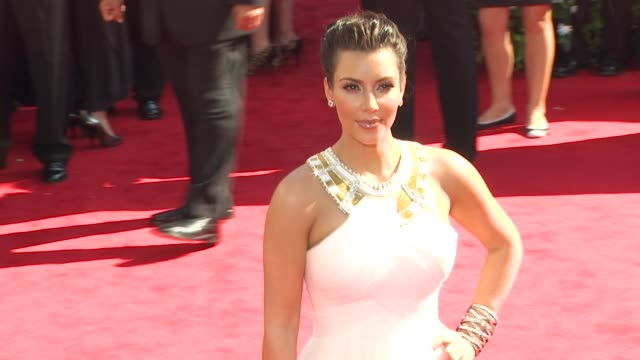 stockvideo's en b-roll-footage met kim kardashian at the 62nd primetime emmy awards arrivals part 2 at los angeles ca - 2010