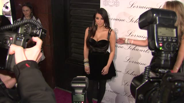 vidéos et rushes de kim kardashian at the beyonce knowles hosts the launch event for the lorraine schwartz '2bhappy' jewelry collection - red carpet at new york ny. - tapis rouge