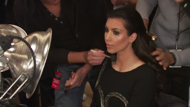 stockvideo's en b-roll-footage met kim kardashian at the the heart truth's red dress collection backstage fall 2010 mbfw at new york ny - 2010