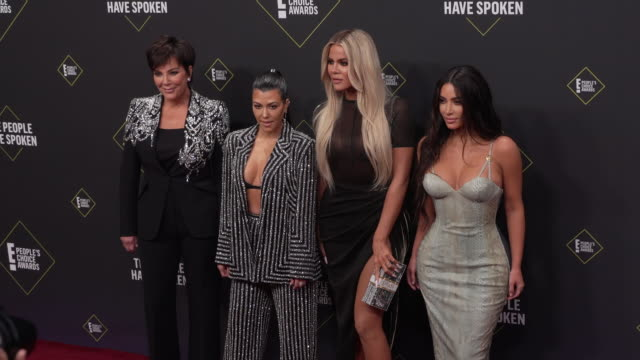kim kardashian kourtney kardashian khloé kardashian and kris jenner at the 2019 e people's choice awards at barker hangar on november 10 2019 in... - people's choice awards stock videos & royalty-free footage
