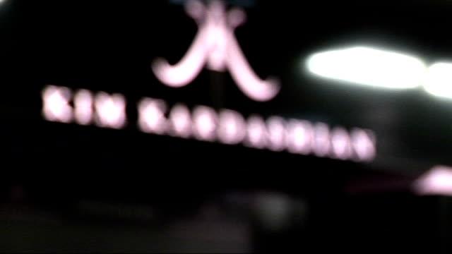 vídeos y material grabado en eventos de stock de kim kardashian launches perfume at debenhams on oxford street; england: london: oxford street: debenhams: int **beware flash photography** various of... - autografiar