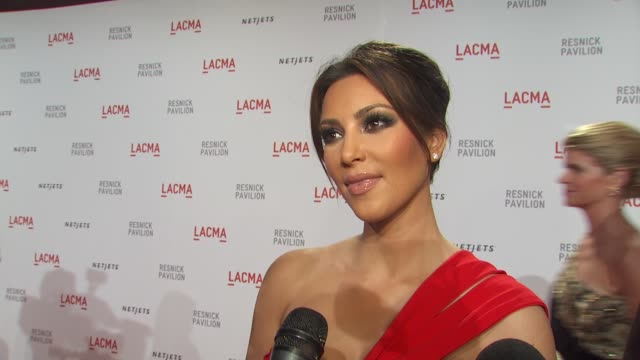 stockvideo's en b-roll-footage met kim kardashian on what brings her out tonight why its important to support the arts at the lacma presents 'the unmasking' at los angeles ca - 2010