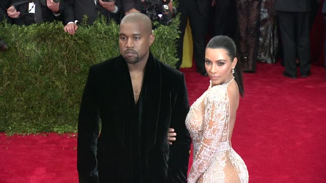 "vídeos de stock e filmes b-roll de kim kardashian west and kanye west at ""china: through the looking glass"" costume institute benefit gala - arrivals at metropolitan museum of art on... - 2015"
