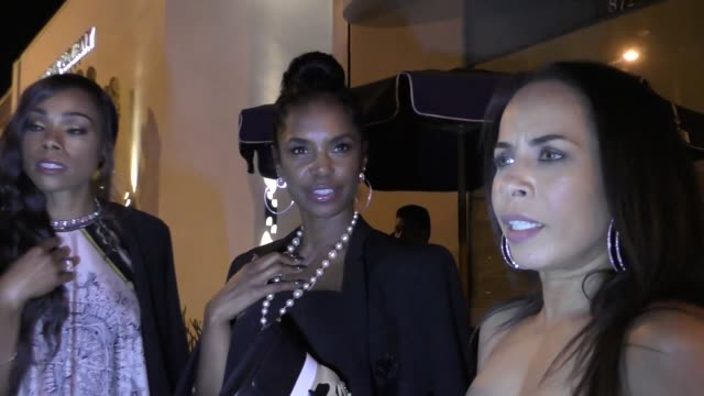 interview kim porter talks about harvey weinstein sexual harassment of lupita nyong'o outside catch restaurant in west hollywood in celebrity... - violenza sessuale video stock e b–roll