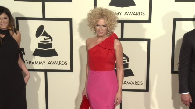 stockvideo's en b-roll-footage met kimberly schlapman at 58th annual grammy awards® arrivals at staples center on february 15 2016 in los angeles california - 58e grammy awards