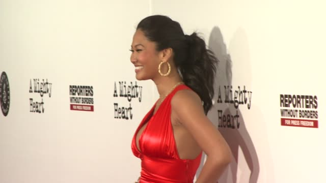 kimora lee simmons at the 'a mighty heart' premiere at ziegfeld theatre in new york new york on june 13 2007 - kimora lee simmons stock videos & royalty-free footage