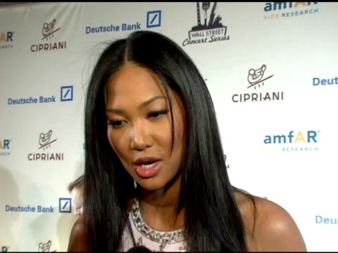 kimora lee simons on her duties as presenter, she discusses how amfar is so close to her heart, on the importance of an organization like amfar, and... - ライオネル・リッチー点の映像素材/bロール