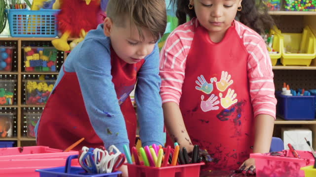 kindergarten students finger painting - 4 girls fingerpainting stock videos and b-roll footage