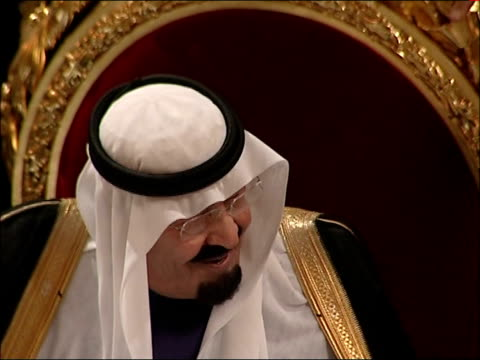 king abdullah of saudi arabia state visit: guildhall state banquet; general views and close ups of of king abdullah and the lord mayor chatting via... - state dinner stock videos & royalty-free footage