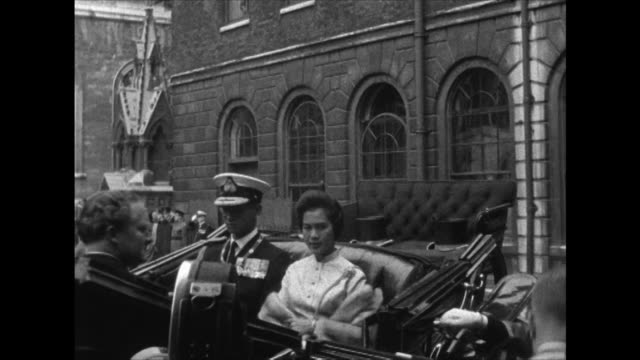 King Bhumibol and Queen Srinagarindra arrive at London's Guildhall during their state visit
